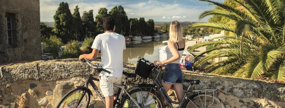 Vélo à Ginestas le long du Canal du Midi