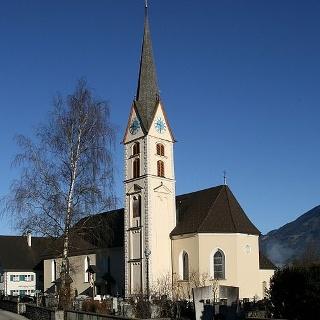 Nenzing, Katholische Pfarrkirche Heiliger Mauritius und Friedhof
