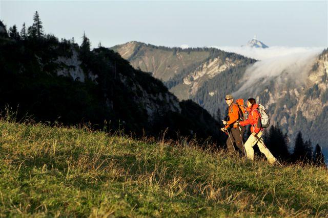 Wandern von Brannenburg aus - Über die Wiesen und Felder vor Degerndorf