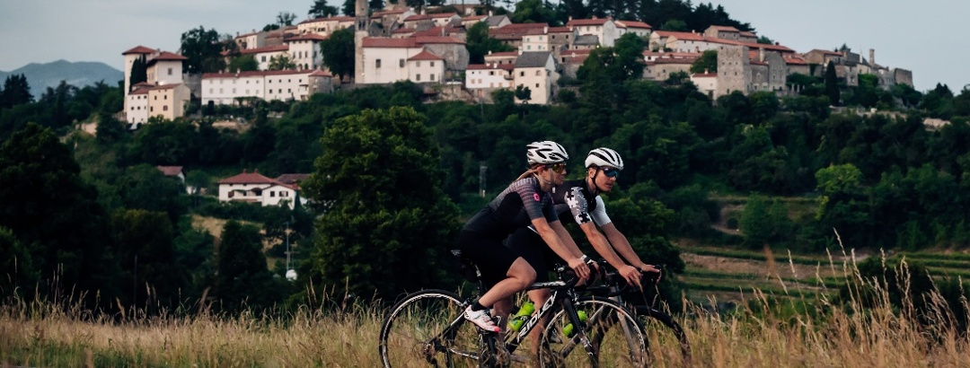 Road cycling in Karst