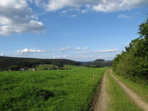 Zugangsweg Sauerland-Höhenflug: Vom Parkplatz Birkenhahn bei Schliprüthen zum Sauerland-Höhenflug bei Weuspert