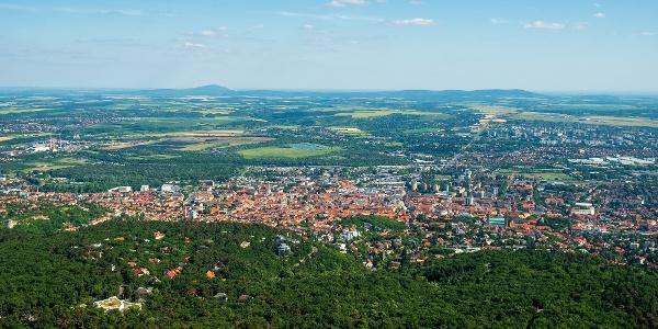 A Misina-tető tornyából remekül rálátunk Pécs belvárosára és a Villányi-hegységre