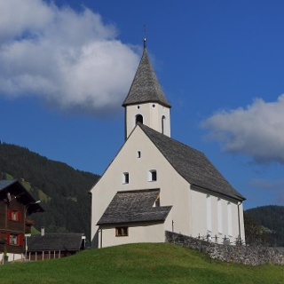 Bartholomäberg, Kuratienkirche zu Unserer Lieben Frau Mariä Unbefleckte Empfängnis und Friedhof