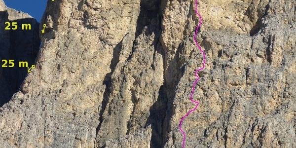 """Routenverlauf der Route """"La Lavagna"""" (VIII-) in der Piz Ciavazes-Südwand"""