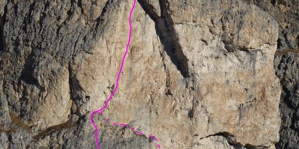 Routenverlauf der Zeni-Führe (VII) mit Original und Direktem Einstieg in der Piz Ciavazes-Südwand