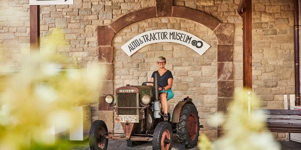 Auf Zeitreise im Auto & Traktor Museum