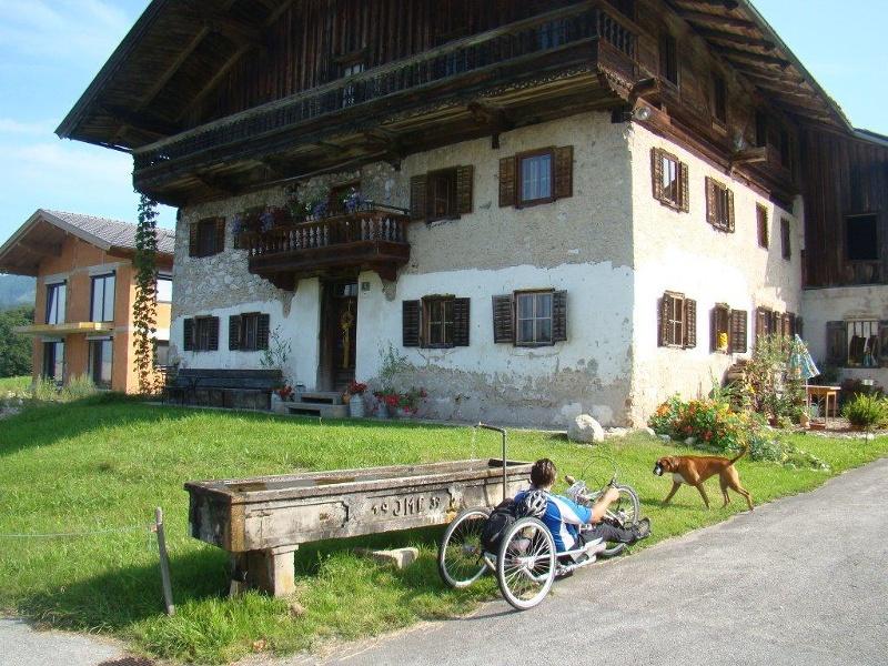 Über die Grenze zur Aschinger Alm per Handbike