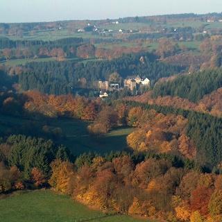 Blick über das Rurtal mit Monschauer Burg