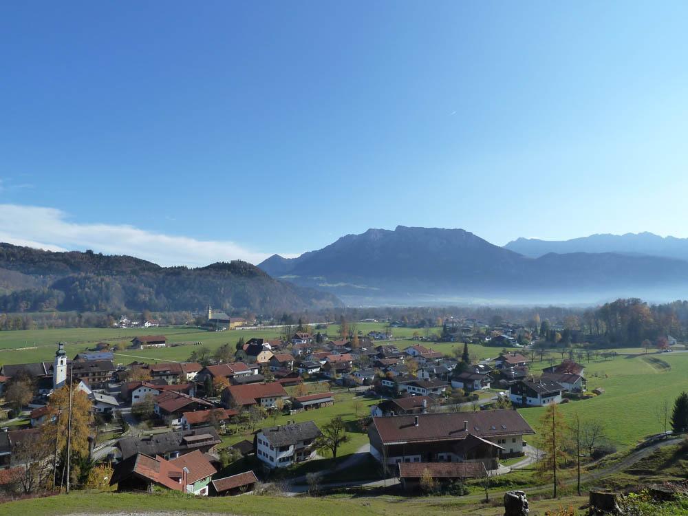 Blick auf das Gold-Dorf Niederaudorf