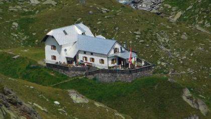 Die Lodnerhütte in der Texelgruppe, perfektes Wanderziel und ideal für Übernachtungen bei mehrtägigen Wanderungen.