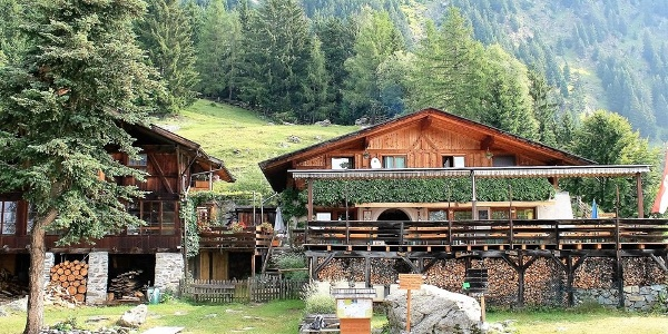 The Leiter alm is located in the hiking area of Tessa group Nature Park above Lagundo.