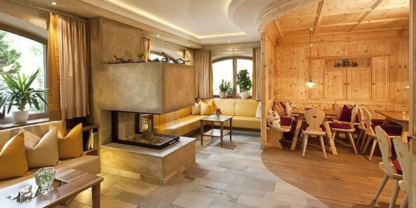 The entrance and lounge area is stylishly furnished.
