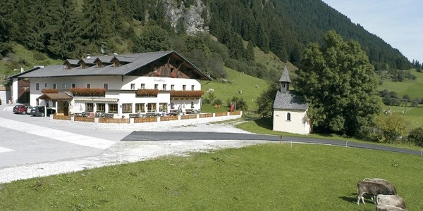 The Larchhof Hotel lies in an idyllic position in Racines.