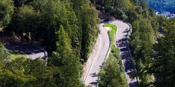 Die Passstraße findet große Beliebtheit bei Rennradfahrern
