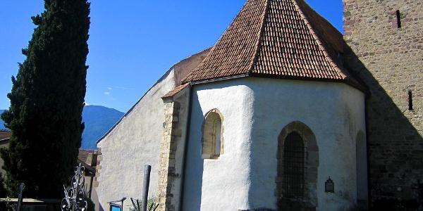 Von der Alten Pfarrkirche überblickt man das Meraner Land.