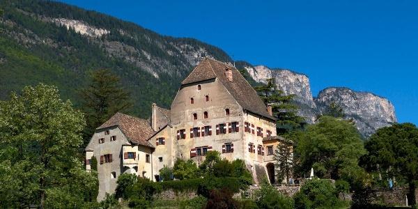 Schloss Englar in Eppan-Pigenò, stilreine Spätgotik.
