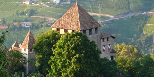 Die Burg Kampenn mit dem mächtigen Bergfried.