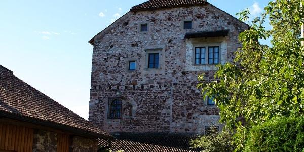 Um 1550 wurde Schloss Moos-Schulthaus um ein Stockwerk ergänzt.