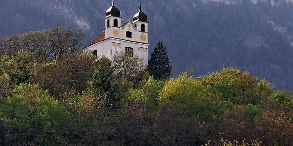 Blick auf die Gleifkirche oberhalb von Eppan
