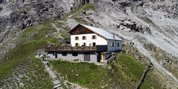 Tabaretta Hut