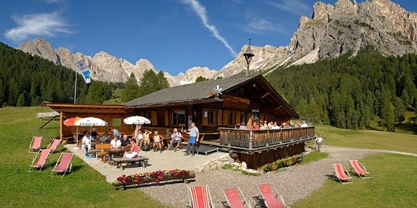 Herzlich willkommen auf der Sangonhütte auf der Seceda Alm!