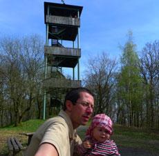 Pause am Koppeturm (Foto: Carola Heimann, Quelle: Naturpark Lahn-Dill-Bergland)