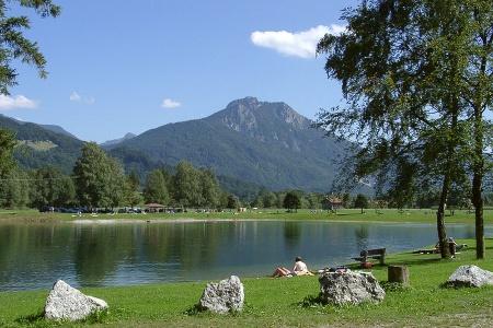 Neubeurer See mit Blick auf den Heuberg.
