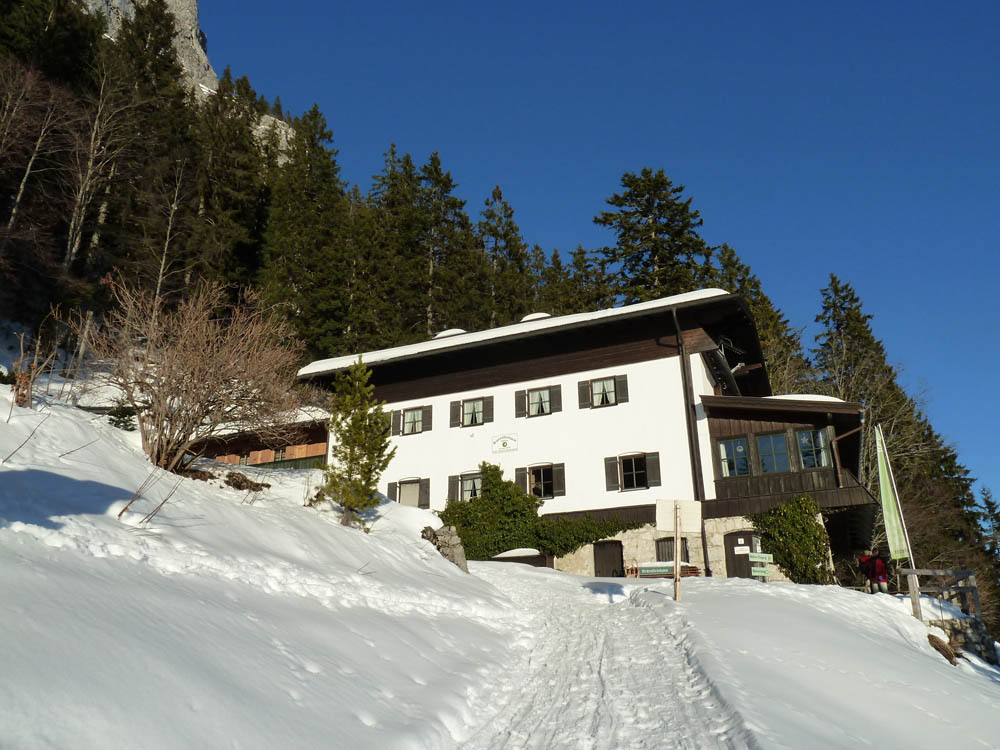Das Brünnsteinhaus im Winter