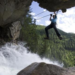 Seilbrücke am Stuibenfall Klettersteig.