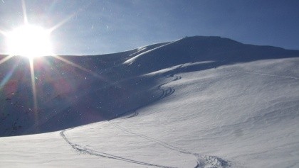 vom Gipfel weg eher flache Abfahrt