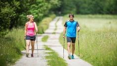 Nordic Walking Rasen