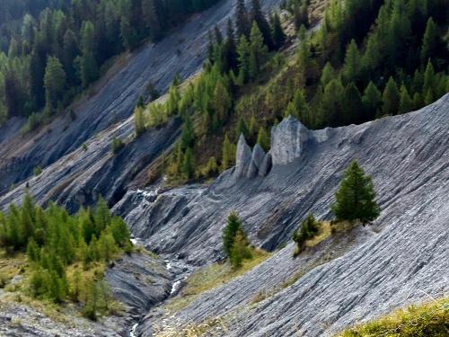 Furna: Zur grossen Erdpyramide im Furner Tobel