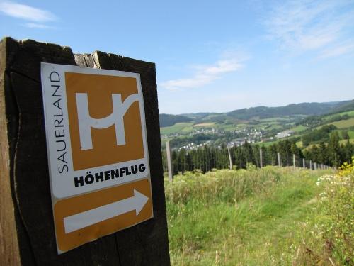 Sauerland-Höhenflug: Von Wenholthausen nach Reiste. Wanderung mit Bus & Bahn (DB-Westfalenbus)