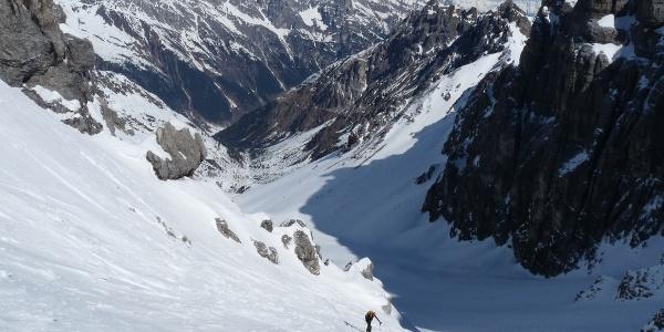Der steile Anstieg durch das Schneetal zur Schneetalscharte.