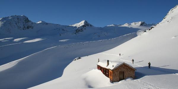 Am ersten Tag auf der Vernagthütte, bieten sich im Nahbereich wunderschöne Skitouren an.