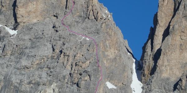 """Routenverlauf der """"Guglía della líberta"""" (VI+/VI, A0) an der Grohmannspitze-Ostkante"""