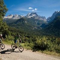 Mountainbike in den Brenta Dolomiten.