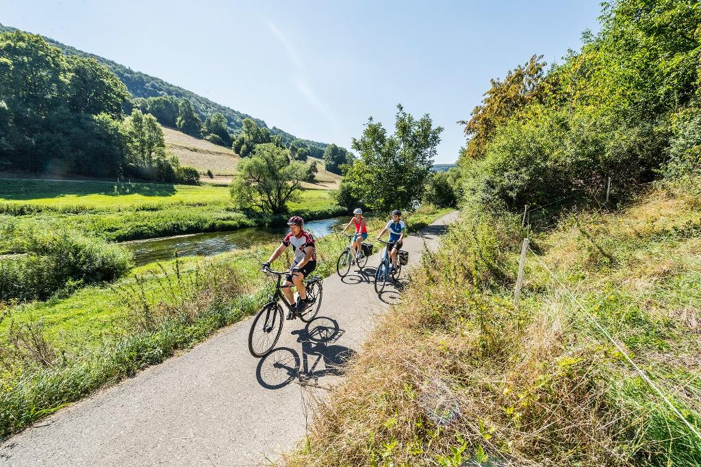 Radfahrer vor Marienburg bei Wasseralfingen   - © Quelle: Arbeitsgemeinschaft Kocher-Jagst-Radweg, Jan Bürgermeister