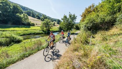 Radfahrer vor Marienburg bei Wasseralfingen