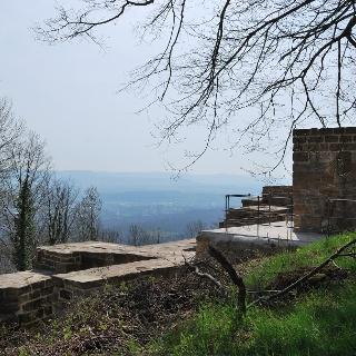 Blick über die Ruinen ins Tal.