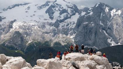 Blick vom Gipfel des Piz Boè auf die Marmolada
