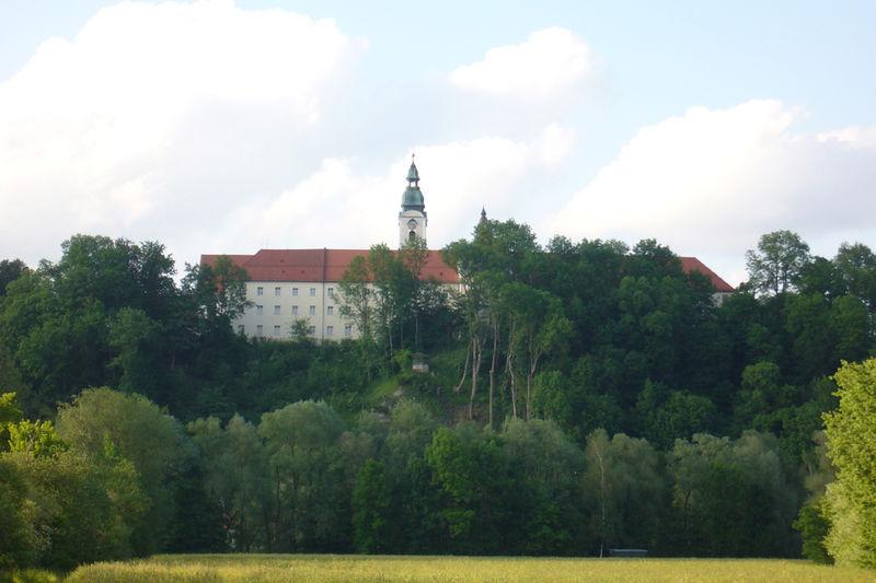 Ehemaliges Kloster und Rokokokirche Attel bei Wasserburg am Inn