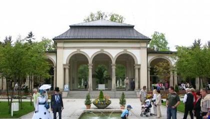 Touristenattraktion in Bad Steben: Flanieren im Biedermeier-Modestil