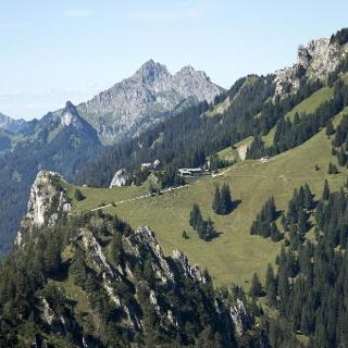 Gipfelblicke über Pürschling und August-Schuster-Haus bis zur Klammspitze