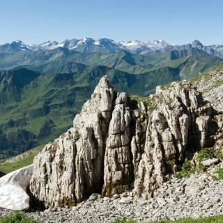 Brillante Aussicht von der Gipfelhöhe
