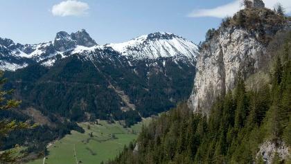 Der schoffe Falkenstein; links der Aggenstein
