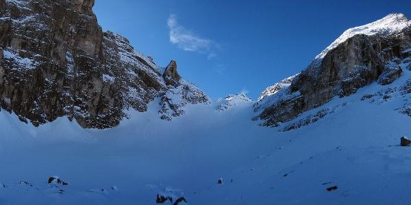 Oberhalb der Tribulaunhütte quert man ins Schneetal.