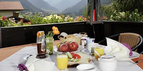Frühstück mit Blick auf die Silvretta