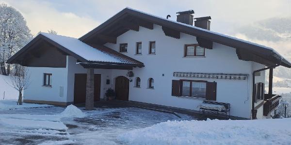 Hausansicht_Winter