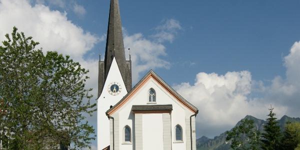 Pfarrkirche Heiliger Nikolaus mit Friedhof